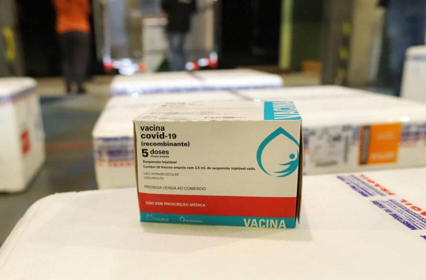 Saúde começa a distribuir nesta terça vacinas contra Covid-19 para trabalhadores da educação