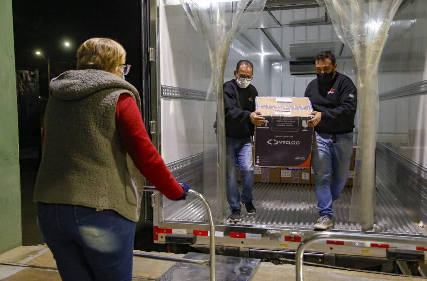 Terceira remessa de vacinas da Pfizer chega ao Paraná com 39.780 doses