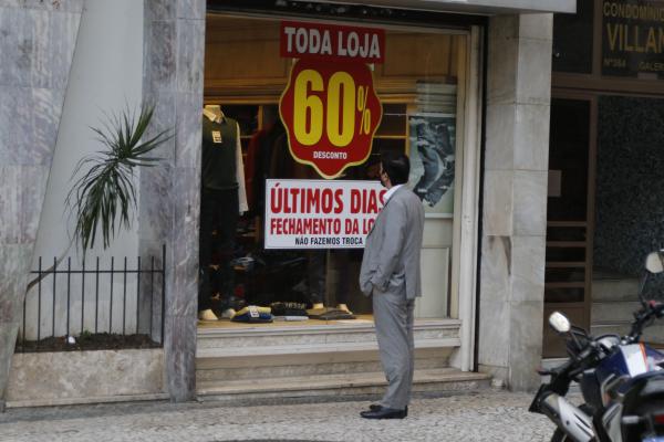 Na pandemia, uma empresa fecha as portas a cada sete minutos no Paraná