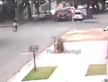 Homem rouba celular, se arrepende e volta para devolver aparelho e pedir perdão para vítima