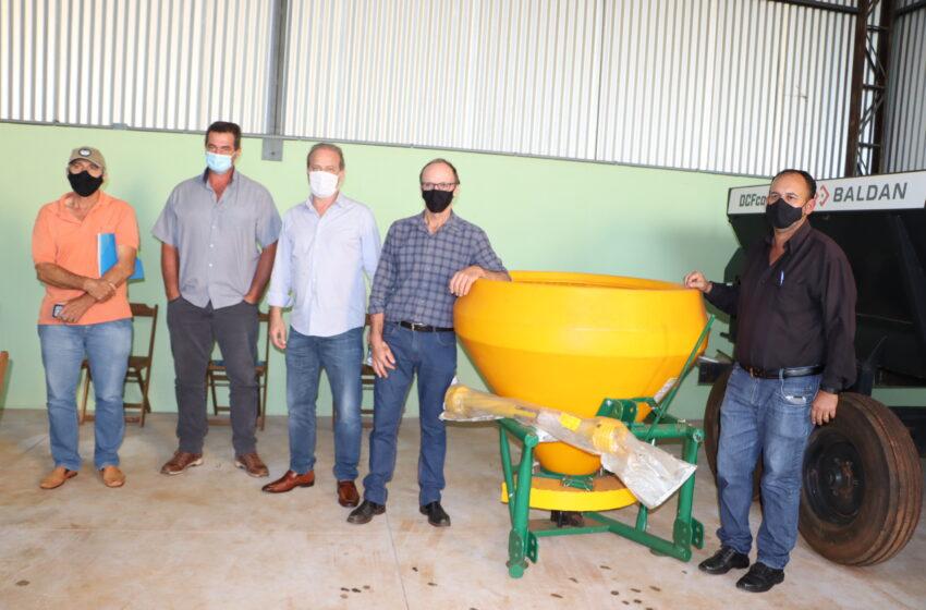 Prefeitura de Ivaiporã e Sebrae reúnem produtores no distrito do Jacutinga para debater União e Cooperativas
