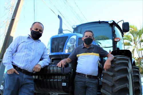 Ortigueira recebe 2 tratores para auxiliar produtores rurais e mais 3 chegam em breve