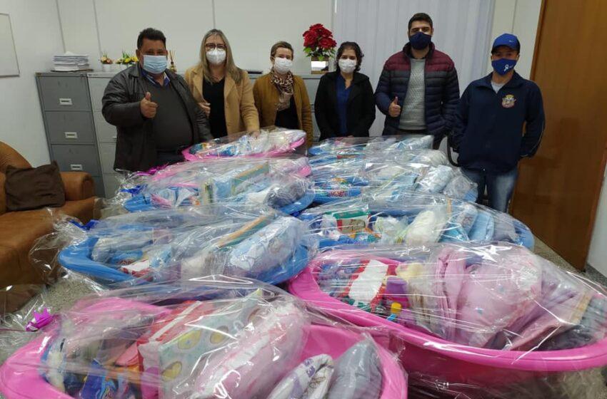 Prefeito Pedro Taborda entrega Kits Maternidade para as gestantes de Rio Branco do Ivaí