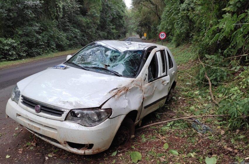 Veículo de emisora de rádio capotou entre Grandes Rios e Cruzmaltina
