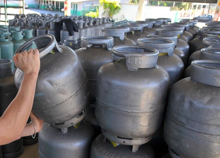 Deputados aprovam projeto que pode reduzir o preço do gás de cozinha no Paraná
