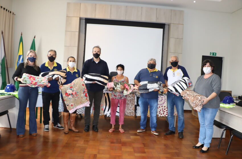 Rotary Club Ivaiporã entrega 3 camas, 40 mantas e 10 EPI à Prefeitura de Ivaiporã