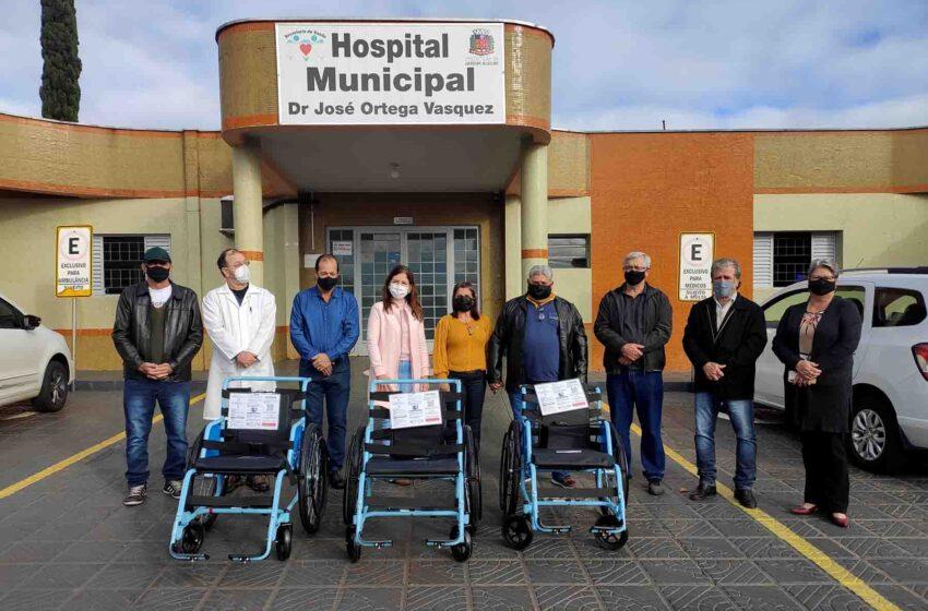 Rotary de Ivaiporã entrega cadeiras de rodas para entidades da região
