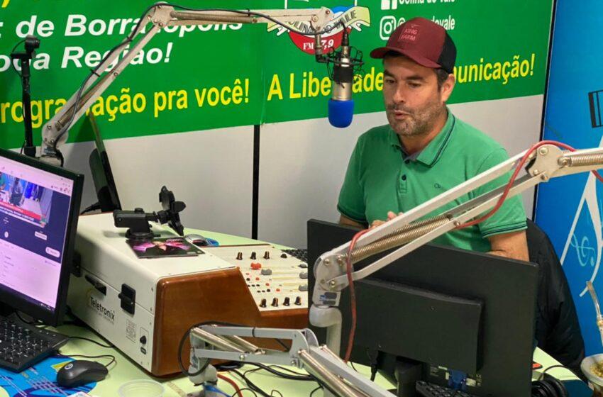 Com grande número de participações, Paulinho Portela estreou com sucesso seu novo programa na Colina do Vale FM