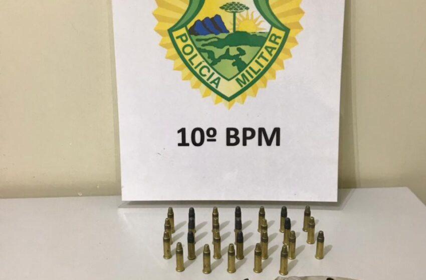 Homem é preso por porte ilegal de arma de fogo, em Califórnia