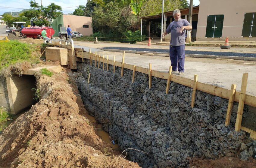 Em parceria com o DER prefeitura conclui a Reconstrução do bueiro da Avenida Rio Branco