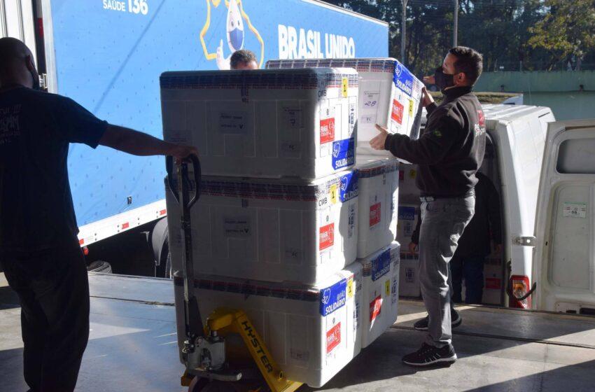 Paraná receberá mais 361.490 vacinas contra a Covid-19; parte chega nesta quarta