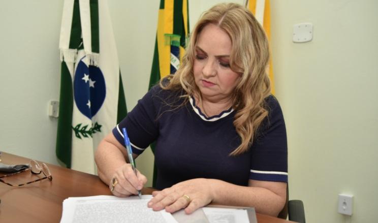 Regina assina ordem de serviço para pavimentação em São pedro do Ivaí