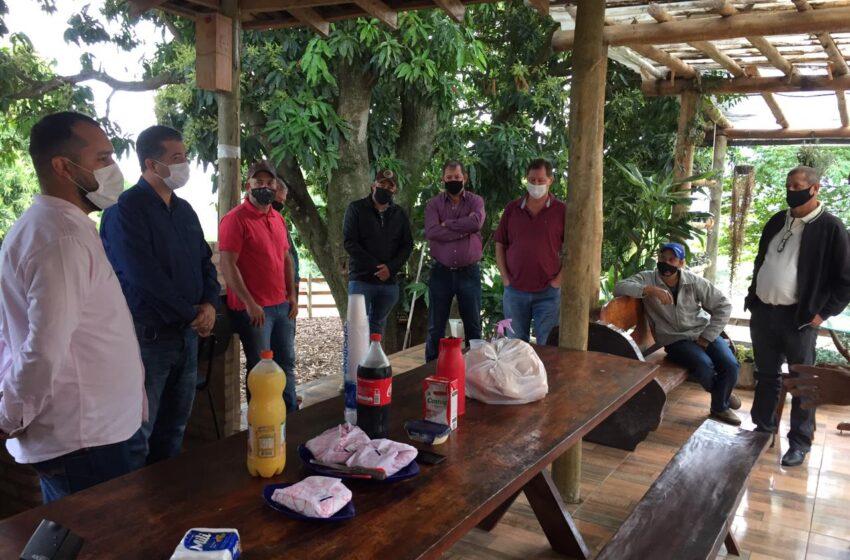 ROSÁRIO DO IVAÍ – Vice-líder do Governo, deputado Cobra Repórter, se reúne com lideranças do município