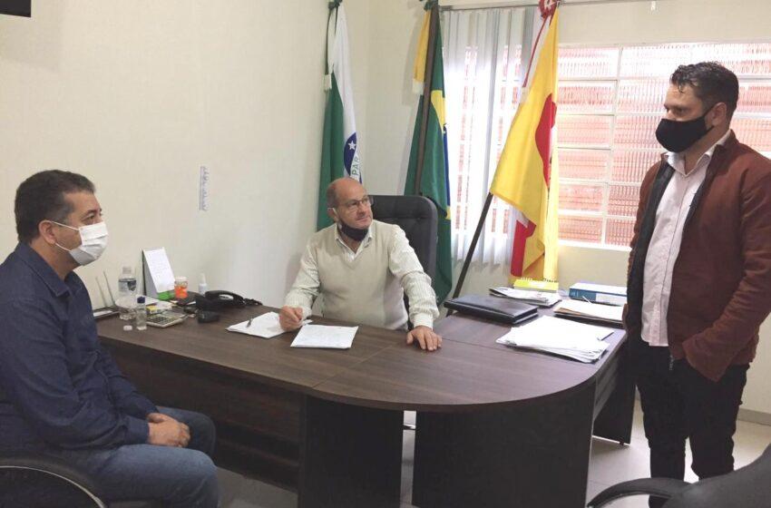 CRUZMALTINA – Deputado Cobra Repórter visita a cidade e se reúne com prefeito para ouvir as demandas do município