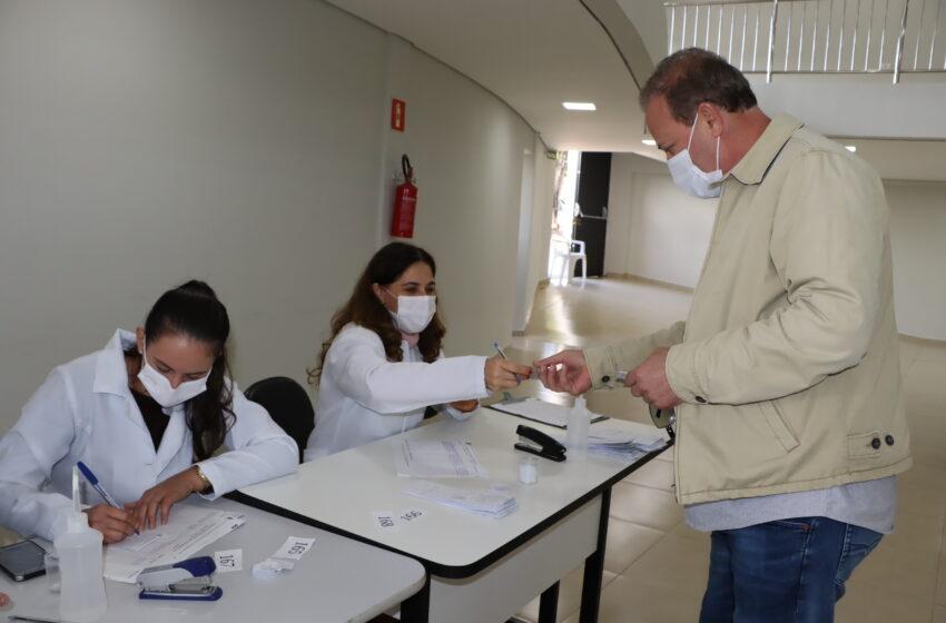 Prefeito de Ivaiporã e presidente da Câmara de Vereadores tomam 1ª dose da vacina contra coronavírus