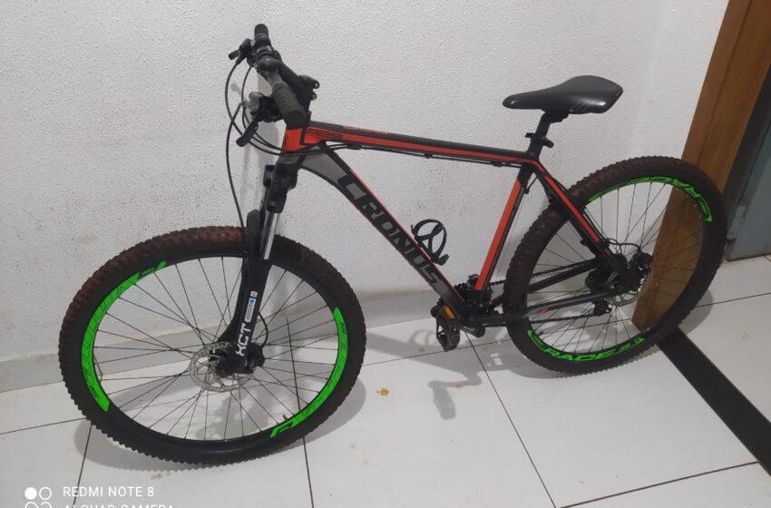 Em Maringá, PM encaminha duas pessoas por crimes diversos e recupera bicicleta furtada, em ocorrências diferentes