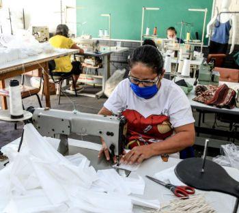 Prefeitura de Maringá doa máquinas e contribui para geração de renda das mulheres imigrantes