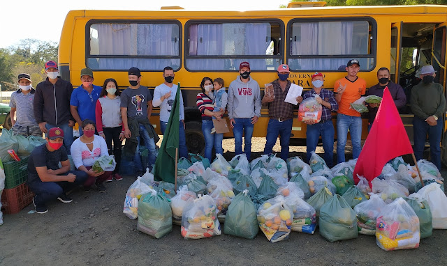 Assentamento Egídio Brunetto doa alimentos para famílias carentes, em Rio Branco do Ivaí