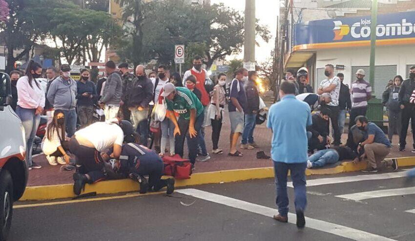 Rapaz é entubado após batida de moto no centro de Apucarana