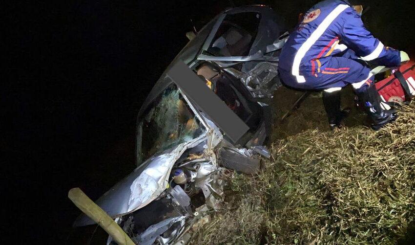 Acidente grave entre carro e caminhão na BR-369; Vítima fica presa às ferragens