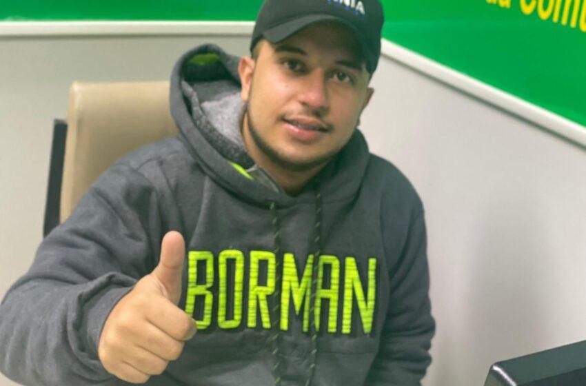 Comemorando idade nova nesta sexta-feira, o radialista Gustavo Morais da Rádio Colina do Vale FM
