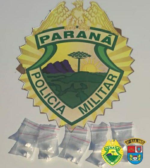 Rapaz é preso suspeito de tráfico de drogas, em Lunardelli