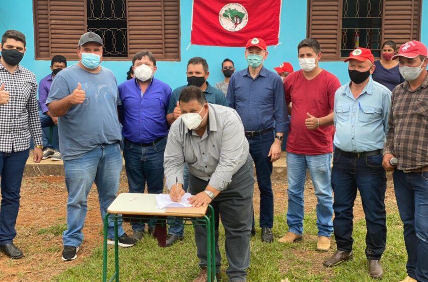 Pedro Taborda entrega obra de cascalhamento e outras conquistas no assentamento em Rio Branco do Ivaí