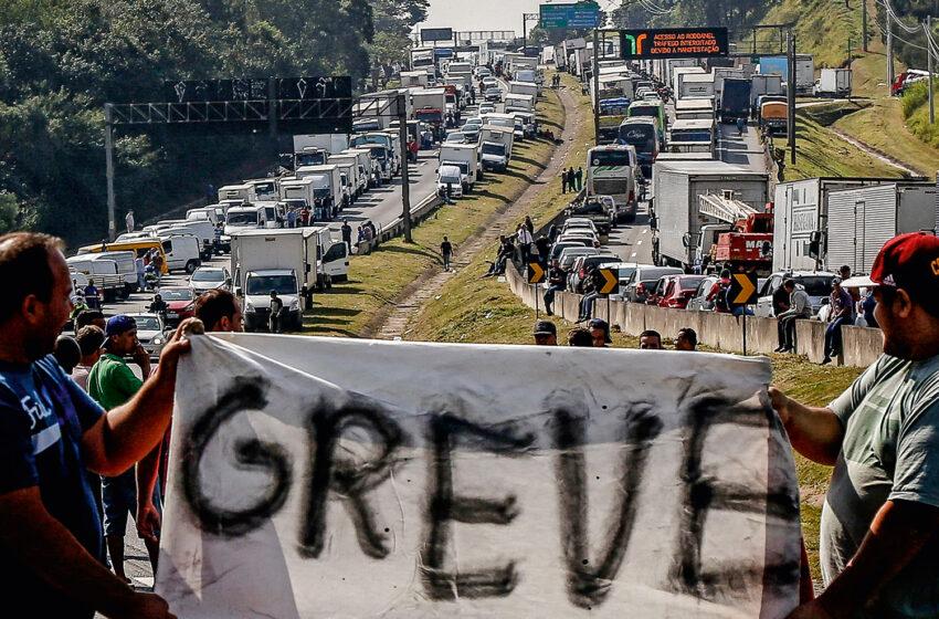 Caminhoneiros podem fazer greve a partir de domingo