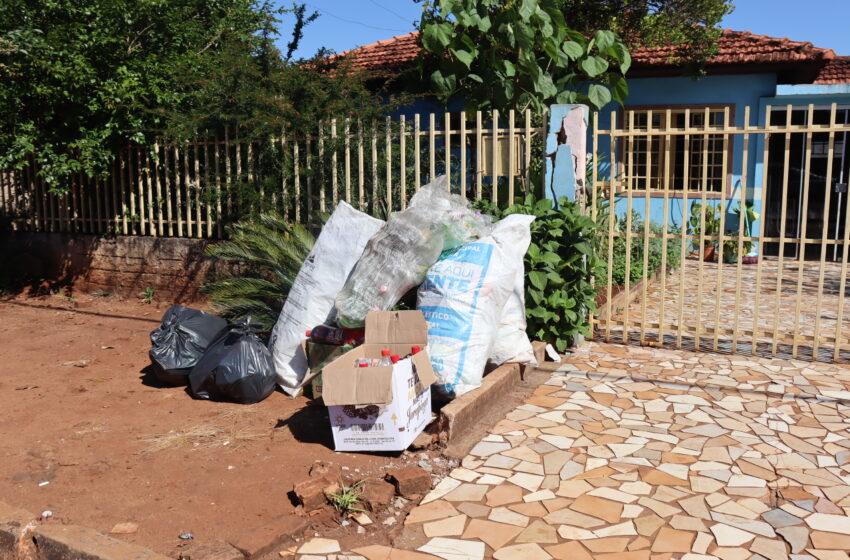 Prefeitura de Ivaiporã alerta que resíduos recicláveis devem ser postos na frente da residência apenas no dia da coleta