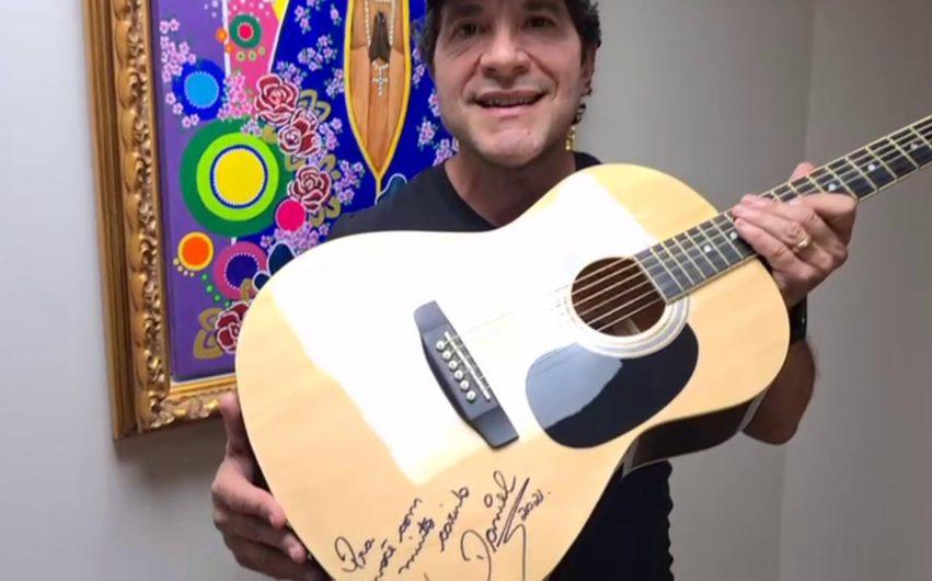 Lar de Ivaiporã vai rifar violão autografado pelo cantor Daniel