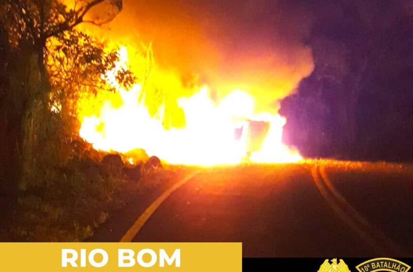 Policiais Militares salvam vida de motorista envolvido em acidente em Rio Bom