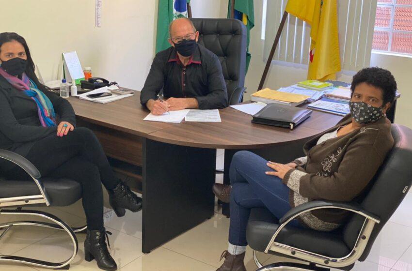 CRUZMALTINA – Prefeito Natal Casavechia autoriza antecipação do pagamento da primeira parcela do 13º salário do funcionalismo municipal