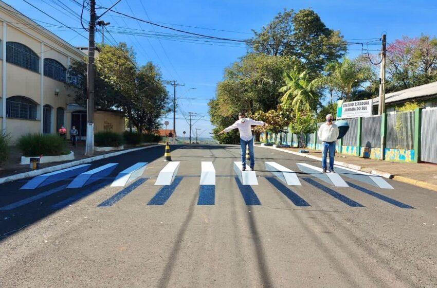 Jandaia do Sul pinta faixa de pedestre em 3D para alertar motoristas