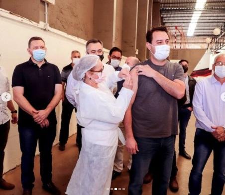 Governador do PR é vacinado na manhã deste domingo em Apucarana