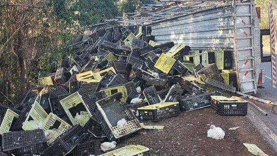 Acidente envolve caminhão entre Pitanga e Manoel Ribas