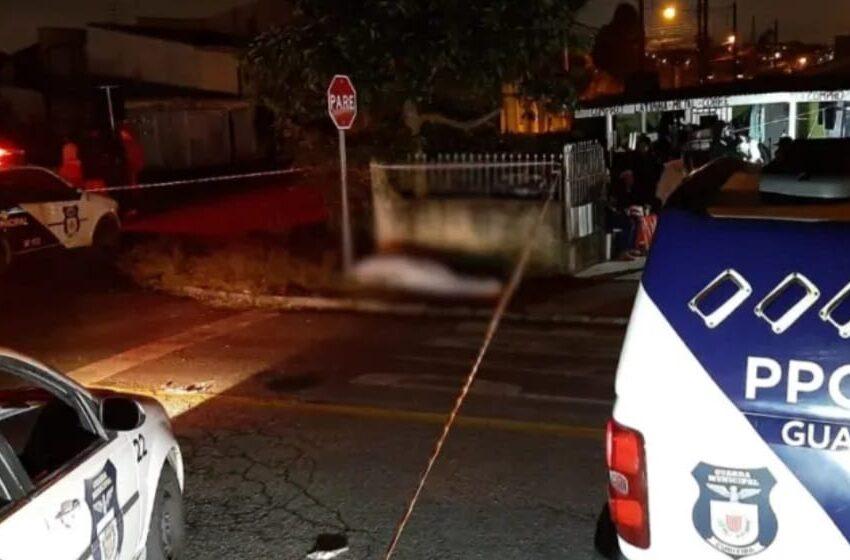 Vítima foi até o portão atender a um chamado de dois homens que procuravam por sua irmã gêmea