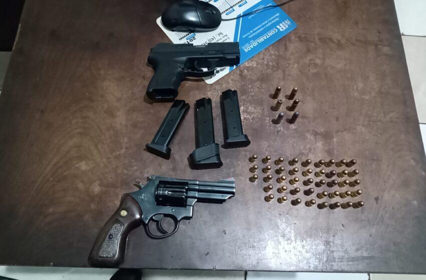 """Indivíduos que se intitulavam """"segurança"""" foram detidos com revólver e pistola em Apucarana"""