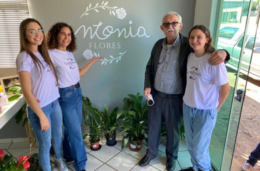 """Faxinal inaugurou a floricultura """"Antonia Flores"""""""
