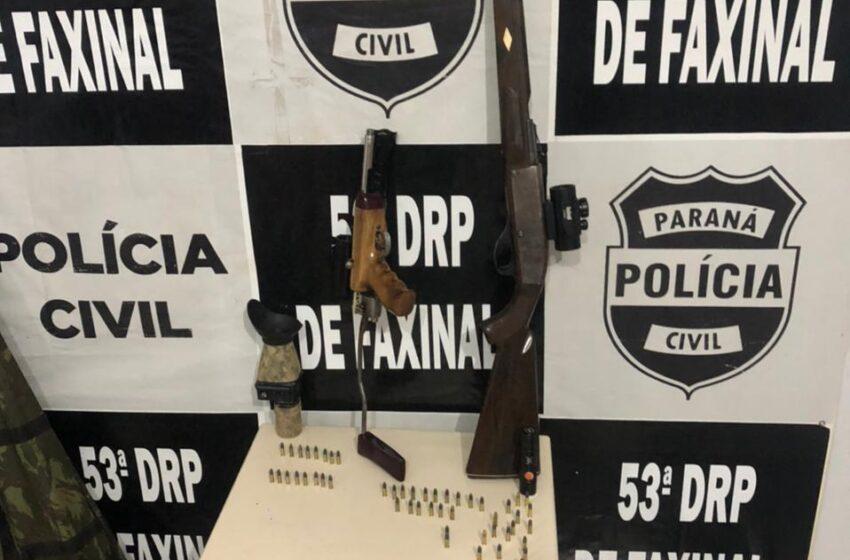 Dois homens foram presos por porte ilegal de arma de fogo, em Faxinal