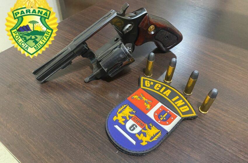 Polícia prende homem por porte ilegal de arma de fogo em Arapuã