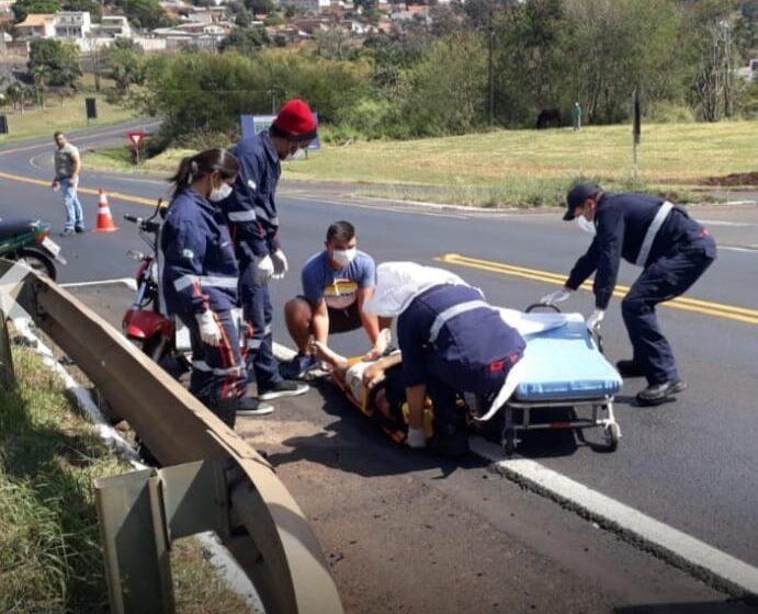 Jovem de Mandaguari ficou ferido, ao colidir a motocicleta no trevo de Jandaia