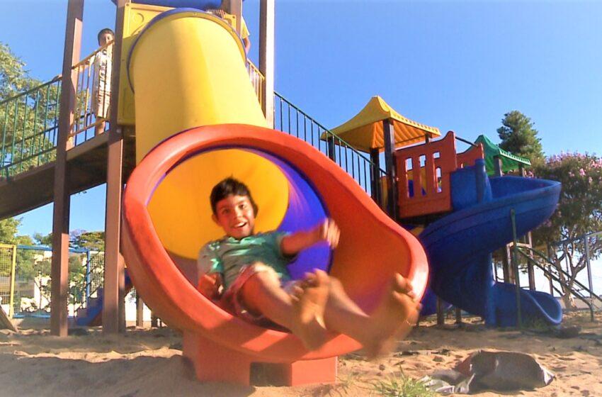 MAUÁ DA SERRA – Parquinho infantil da praça em frente a igreja São Pedro está reaberto