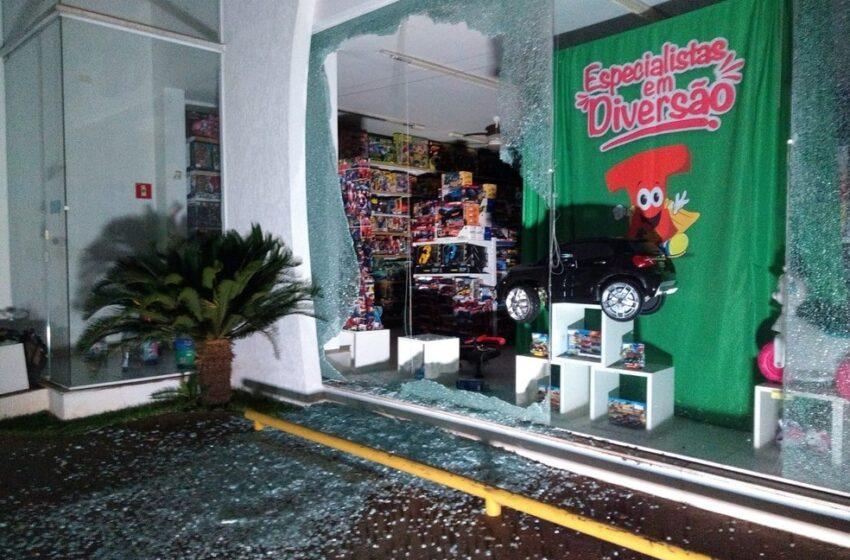 Araçatuba: quadrilha ataca agências bancárias e faz moradores reféns; três pessoas morreram