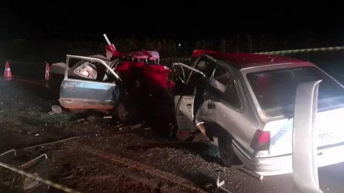 Batida frontal deixa quatro mortos na PR-090