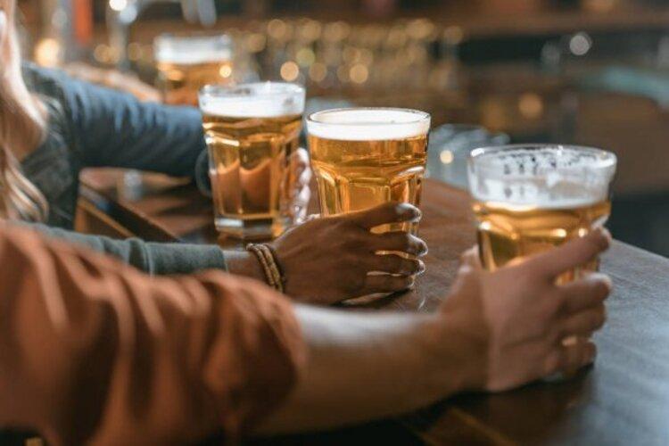 Dono de bar é esfaqueado por não ter marca de cerveja desejada por cliente