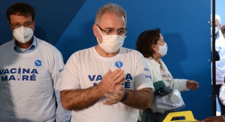 Ministro pede que brasileiros se imunizem para prevenir a delta