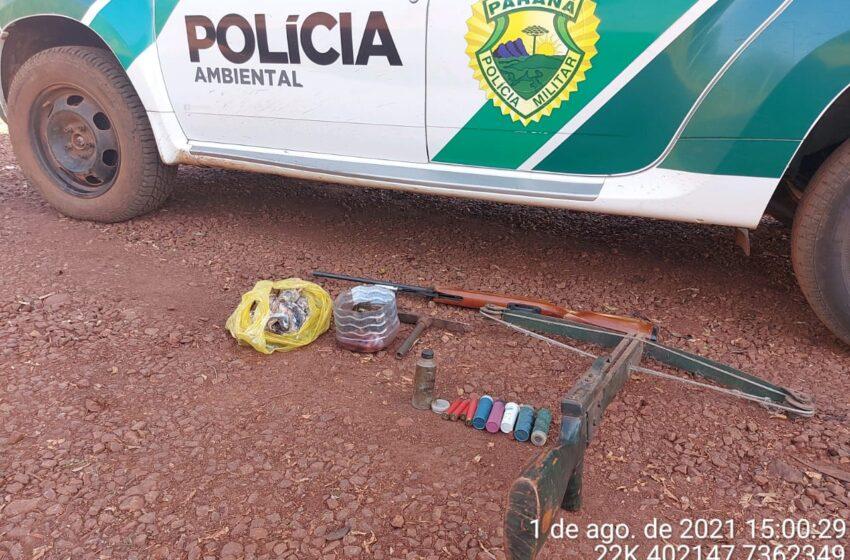 Denúncia auxilia Batalhão Ambiental a apreender arma de fogo, munições e carne de capivara em São Pedro do Ivaí