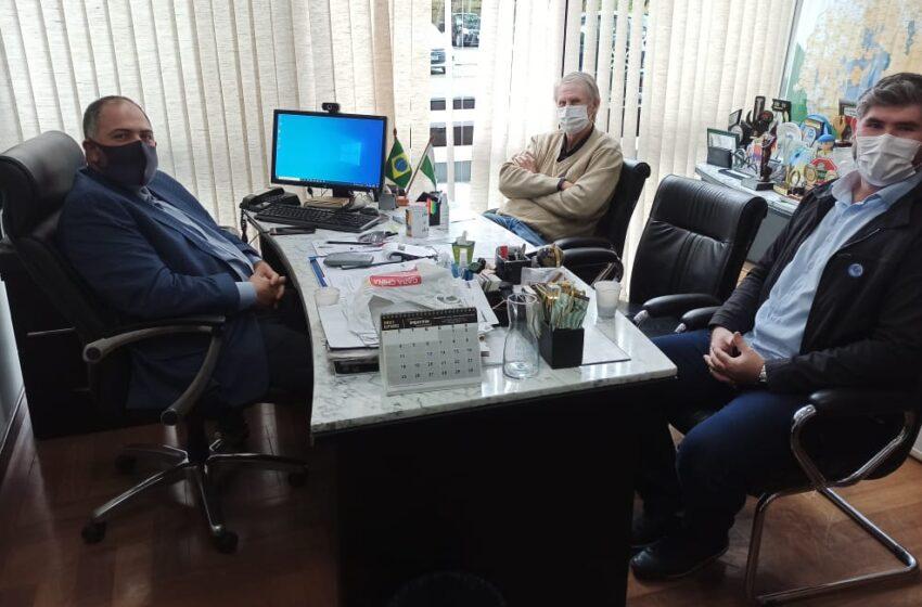 Prefeito de Cândido de Abreu discute crise hídrica do município com deputado