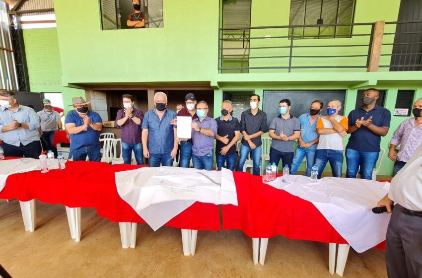Prefeito assina ordem de serviço para a pavimentação da estrada entre Rio Bom e Apucarana