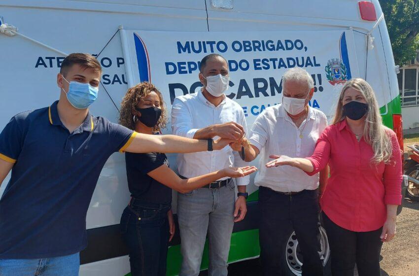 Deputado Do Carmo entrega ambulância para Califórnia